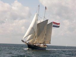 Thiessen Race zeigt den 2 Mast Topsegelschoner Catherina