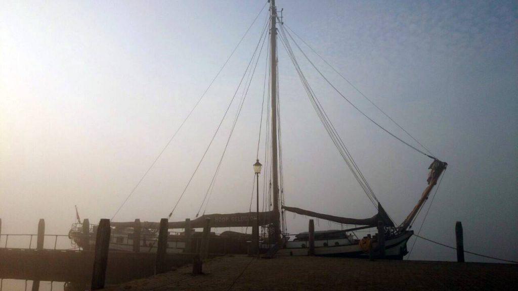 1 Mast Klipper Hoop Geleid Ons im Hafen