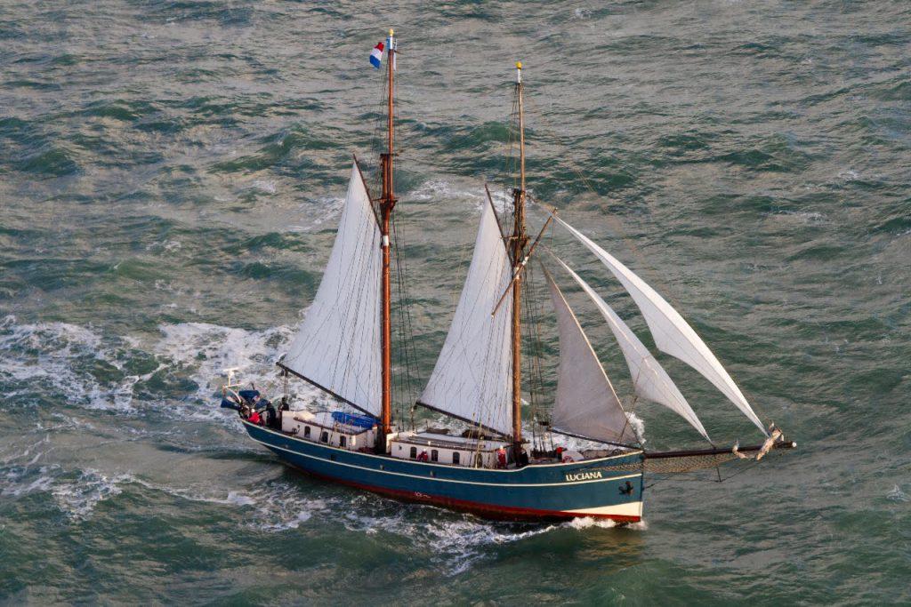 2 Mast Schoner Luciana unter Segeln